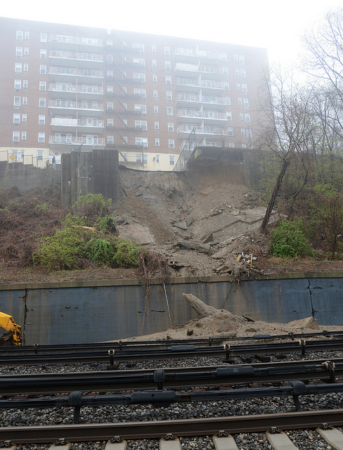 Metro-north_mudslide_MTAPhotos